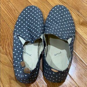 Woman's sanuk shoes